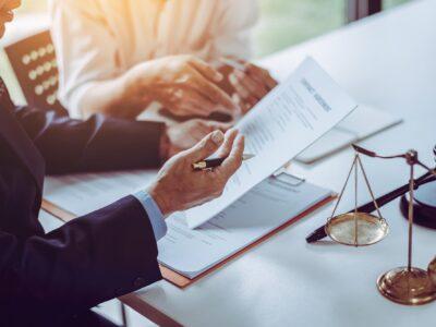 W jakich sprawach opłaca się skorzystać z pomocy adwokata?