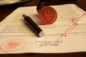 Czy notariusz może dokonywać czynności notarialnych poza kancelarią?