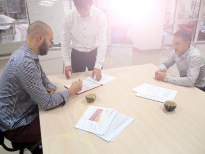 Obsługa prawna firm: co warto wziąć pod uwagę nawiązując współpracę z kancelarią?