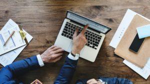 Obsługa prawna firm: dlaczego może okazać się pomocna?
